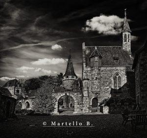 © Martello Bruno - 1 SW Bild 2 Der Durchgang zum Innenhof