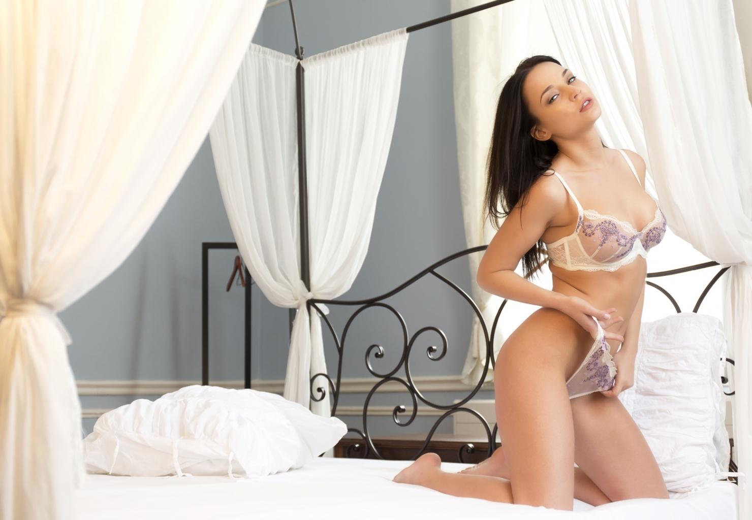 29. Angelina à la villa 5